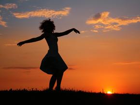 woman-dancing-290x218